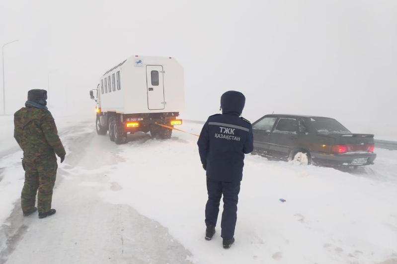 Қостанай облысында 12 адам қар құрсауынан шығарылды