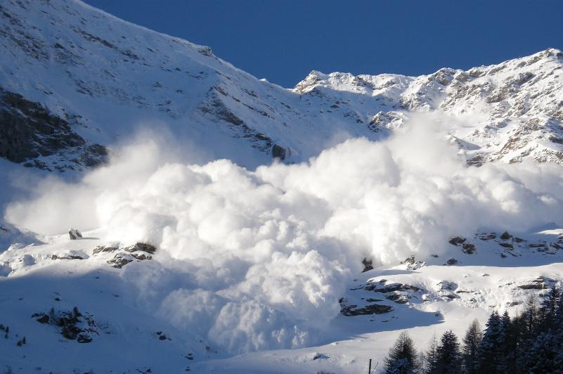 Семь  лавин сошло в горах близ Алматы