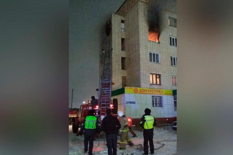 Мужчина поджег квартиру и выпрыгнул из окна в Кокшетау