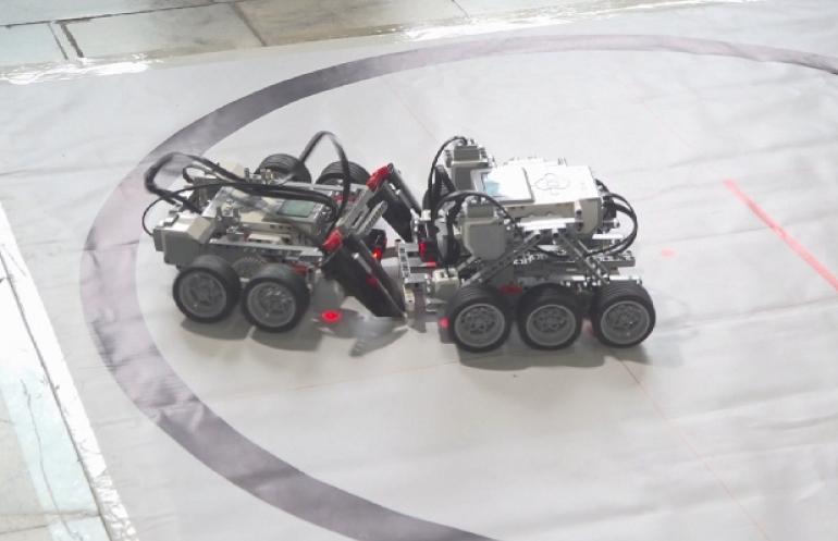 塞梅市举办青少年机器人全国大赛