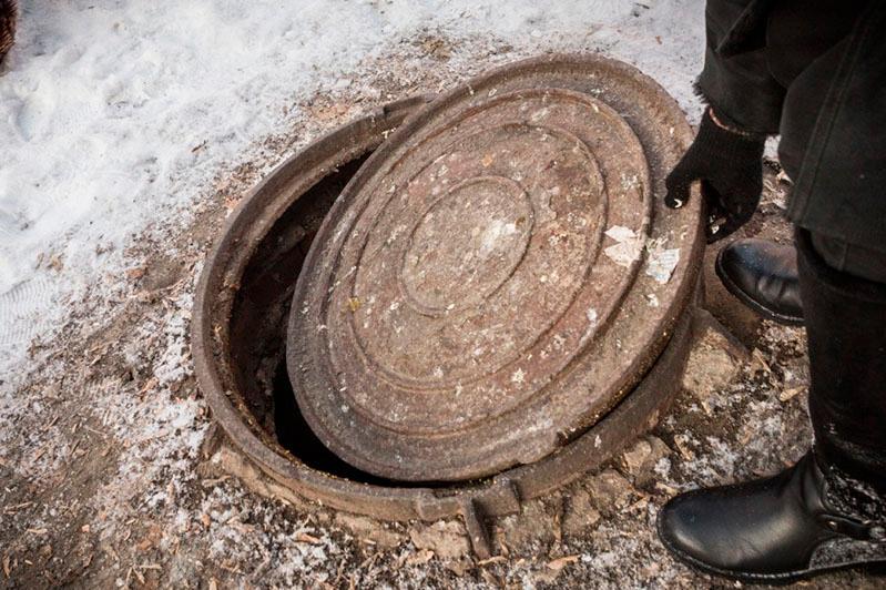 Тело мужчины нашли в канализационном люке в Семее