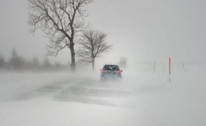 Оказавшиеся в снежном плену водители просят не выезжать на трассы жителей СКО