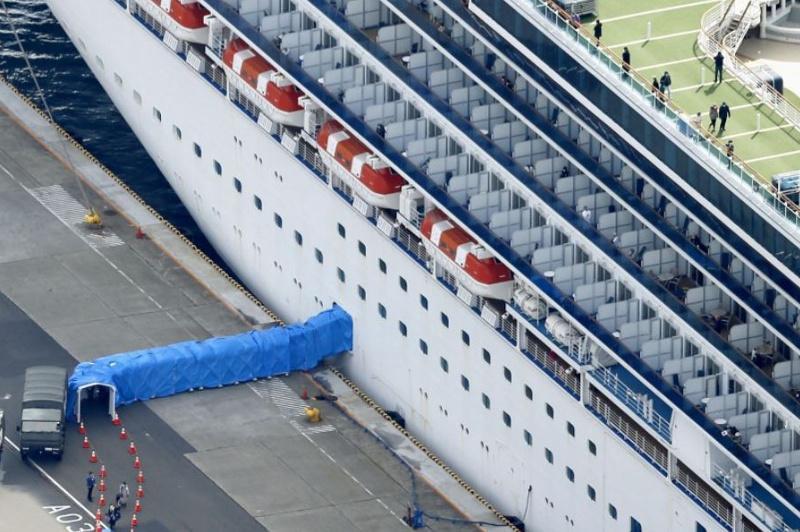 钻石公主号游轮约500名乘客开始下船