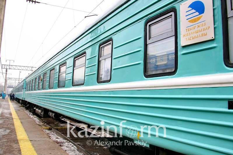 Девять человек сняли за хулиганство с поезда в Нур-Султане