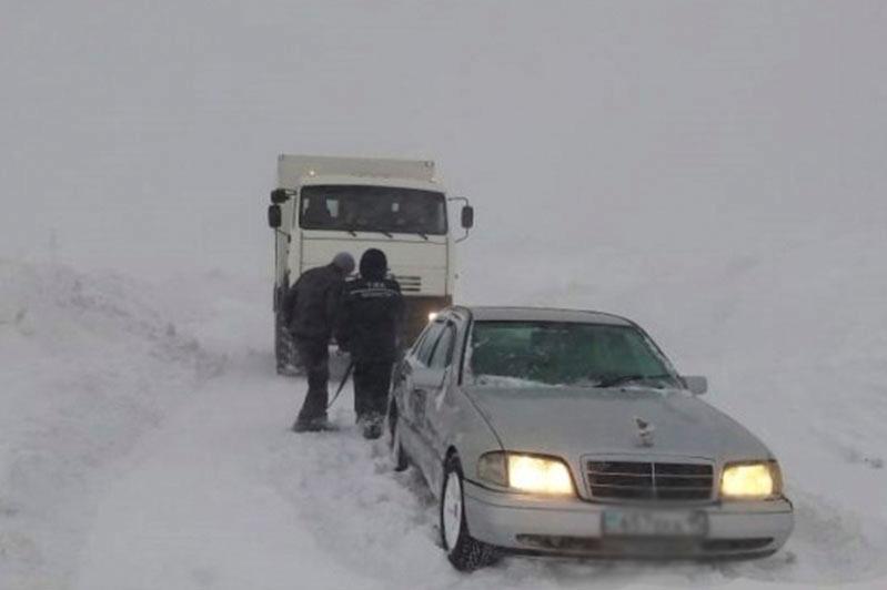 247 people and 126 snow-stuck cars evacuated in N Kazakhstan