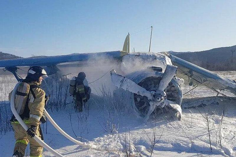 俄罗斯一架飞机起飞下坠造成7人受伤