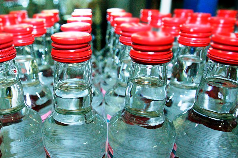 Свыше 2,6 млн бутылок алкоголя изъяли из нелегального оборота в Алматы
