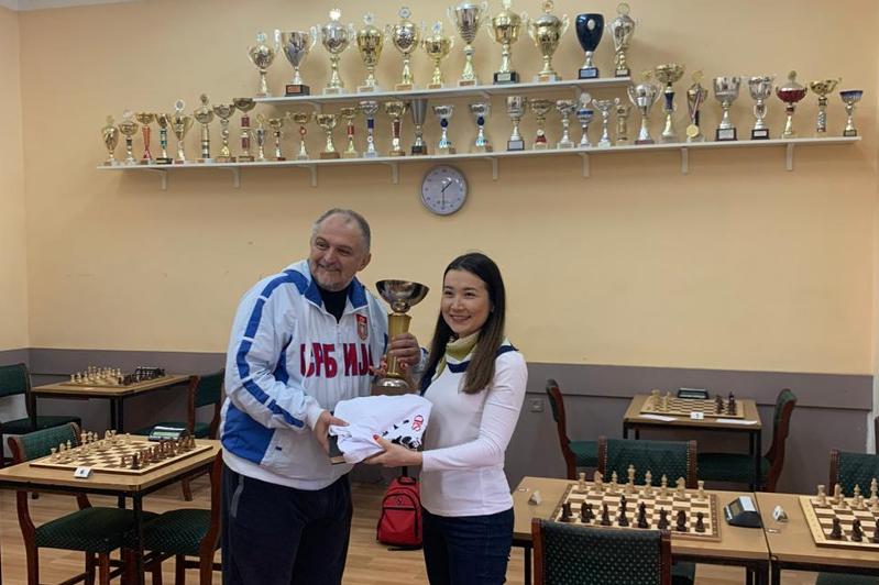 Шахмат: Гүлмира Дәулетова Сербияда ерлер турнирінде мерзімінен бұрын жеңіске жетті