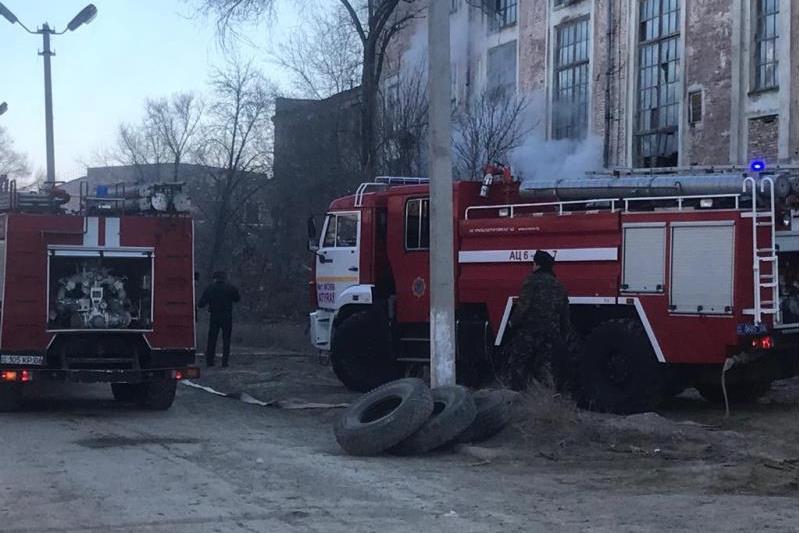 Пожар вспыхнул на территории химического завода близ ТЭЦ в Атырау
