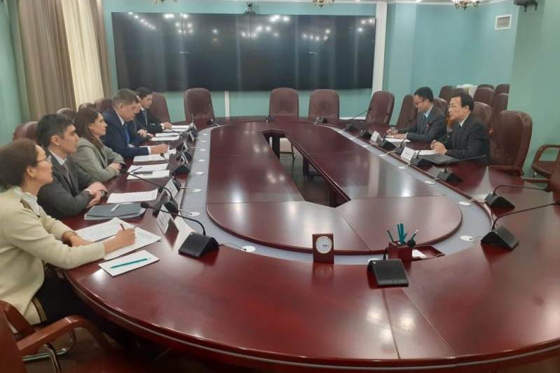 Елжан Биртанов встретился с послом Китая в Казахстане