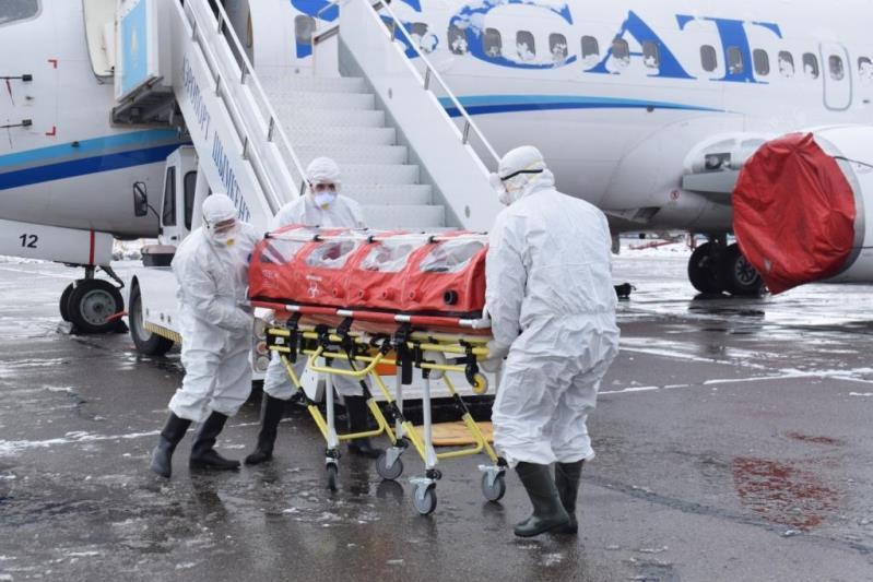 Более 30 эпидемиологов в сутки работают в аэропорту Алматы из-за коронавируса