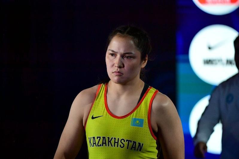 Восемь медалей завоевали казахстанки на ЧА по женской борьбе