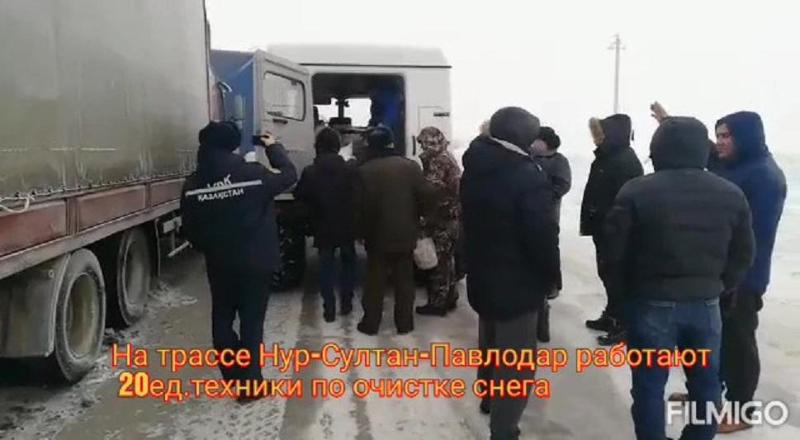 Около 100 человек застряли на трассе Нур-Султан — Павлодар, им доставили питание