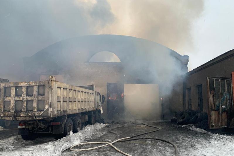 Семь грузовиков сгорели в Караганде