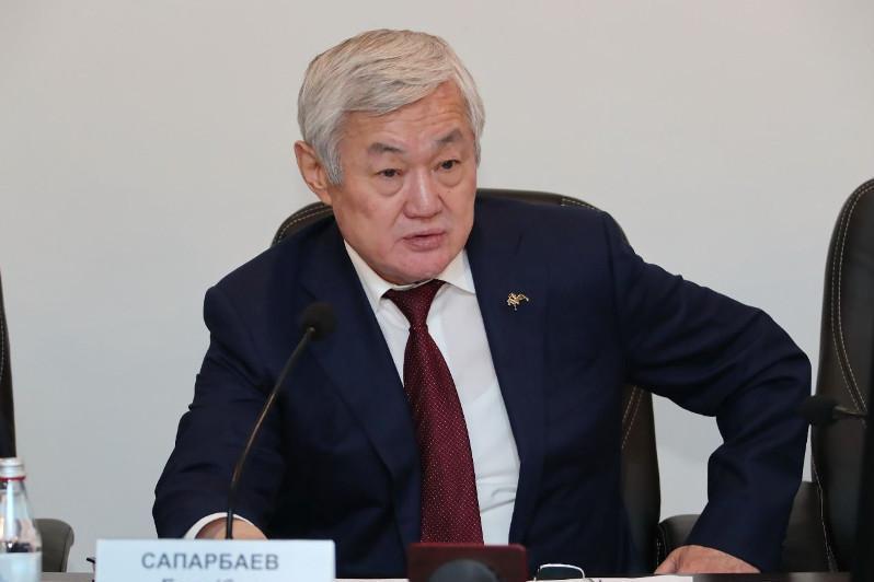 Berdibek Saparbaev Jambyl oblysyndaǵy birqatar mektep dırektorlaryn synǵa aldy