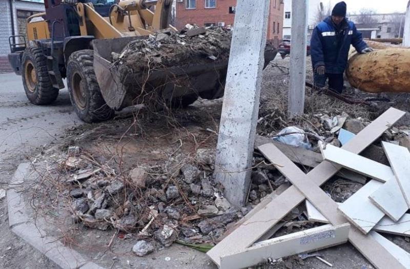 Из Атырау вывезли 500 тонн строительных отходов
