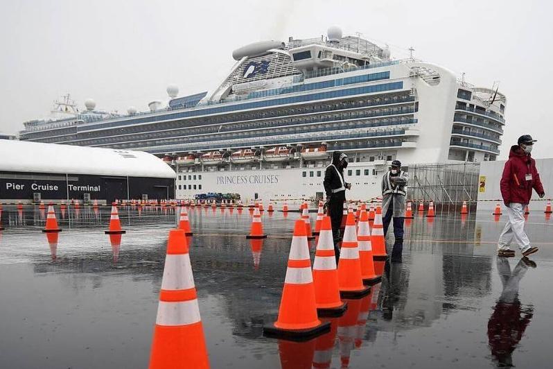 Япония сообщает о третьем погибшем на лайнере Diamond Princess
