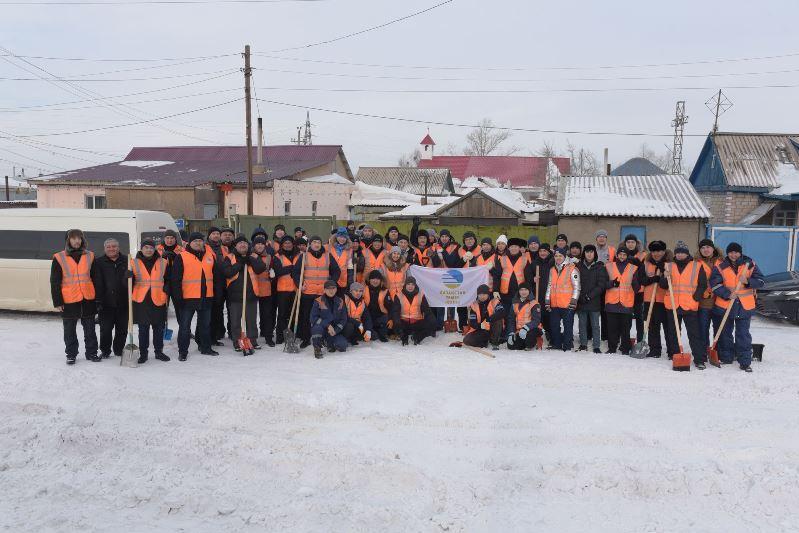 Елордада 1,5 мыңнан астам волонтер теміржолшы қар тазалауға шықты