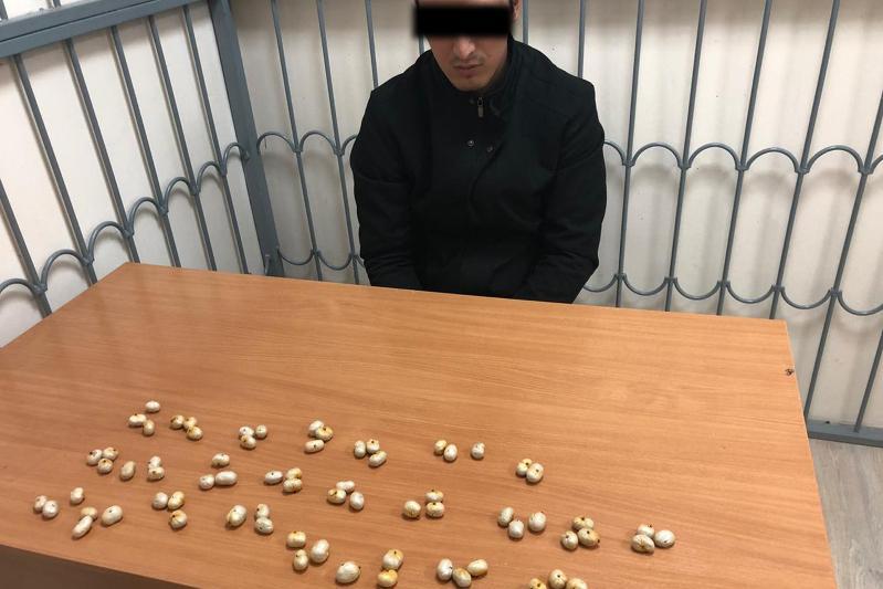 Сотрудники КНБ задержали наркокурьеров с партиейгероина на 50 млн тенге в аэропорту Актау