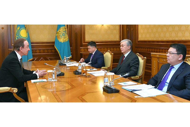 Глава государства принял президента авиакомпании Air Astana