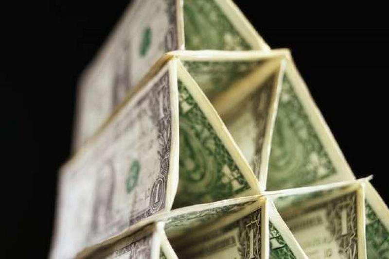 В Актобе расследуют создание финансовой пирамиды, в которую вовлечено 11 тысяч человек