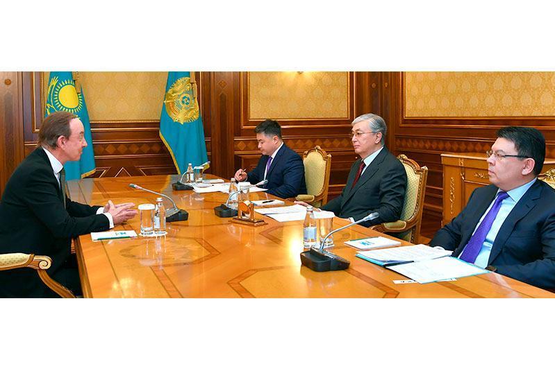 托卡耶夫会见阿斯塔纳航空公司总裁