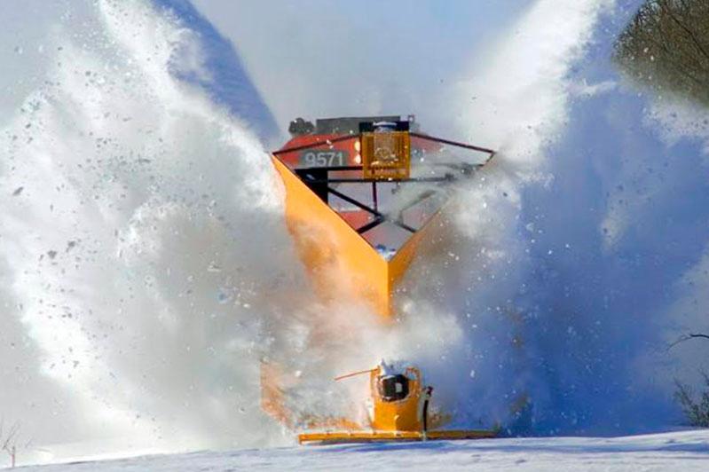 Электровоз и снегоуборочный локомотив столкнулись в СКО