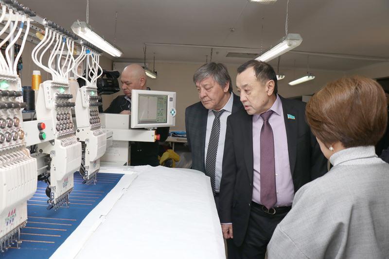 Сенаторы посетили ряд предприятий города Алматы
