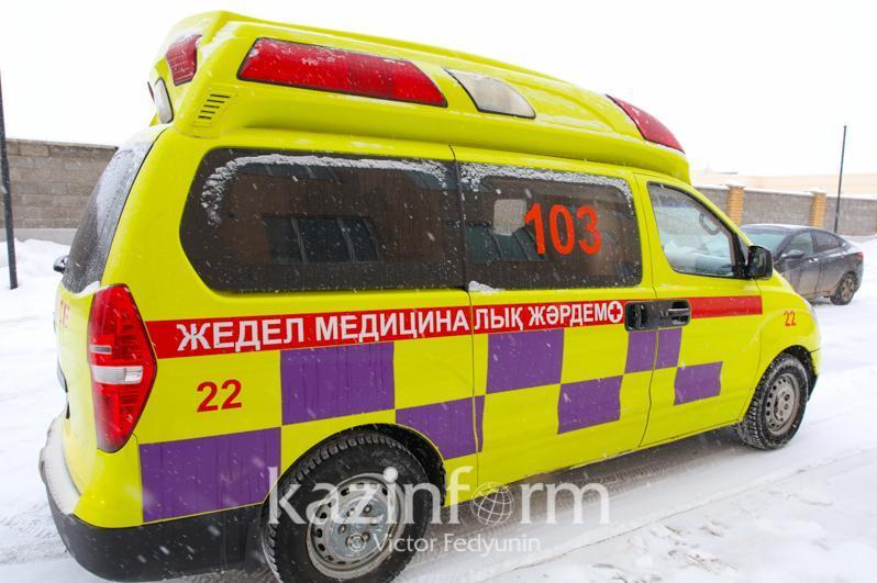 Школьный автобус в Акмолинской области врезался в контейнер, травмировано пятеро детей