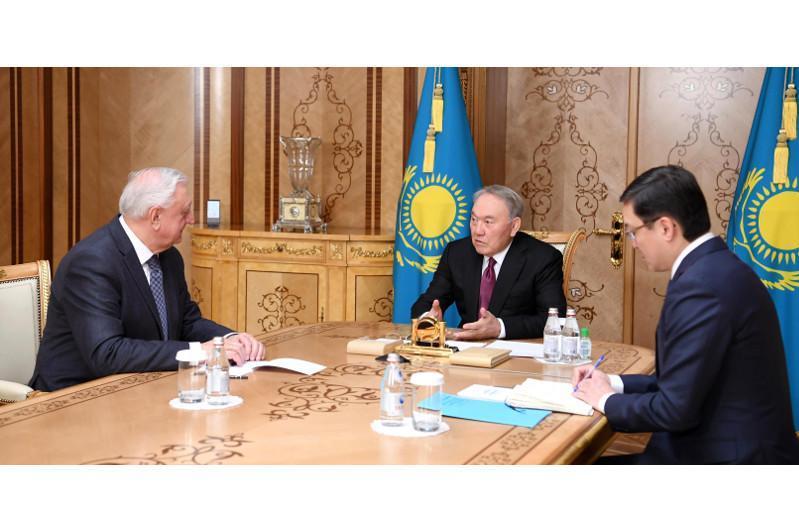 首任总统会见欧亚经济委员会执委会主席