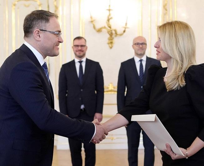 Посол Казахстана вручил верительные грамоты Президенту Словакии