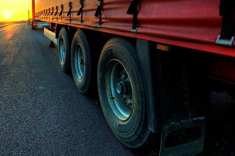 Как контролируют водителей грузовых машин на границе с Китаем