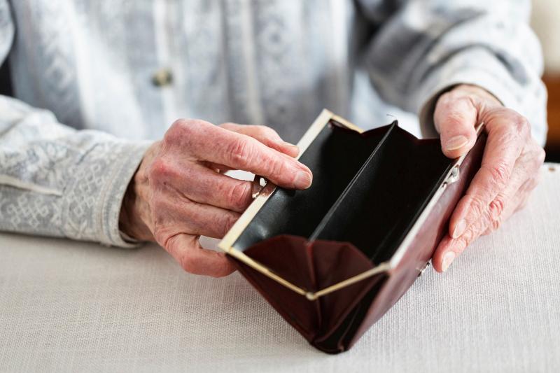 Павлодарец обманом лишал стариков денег