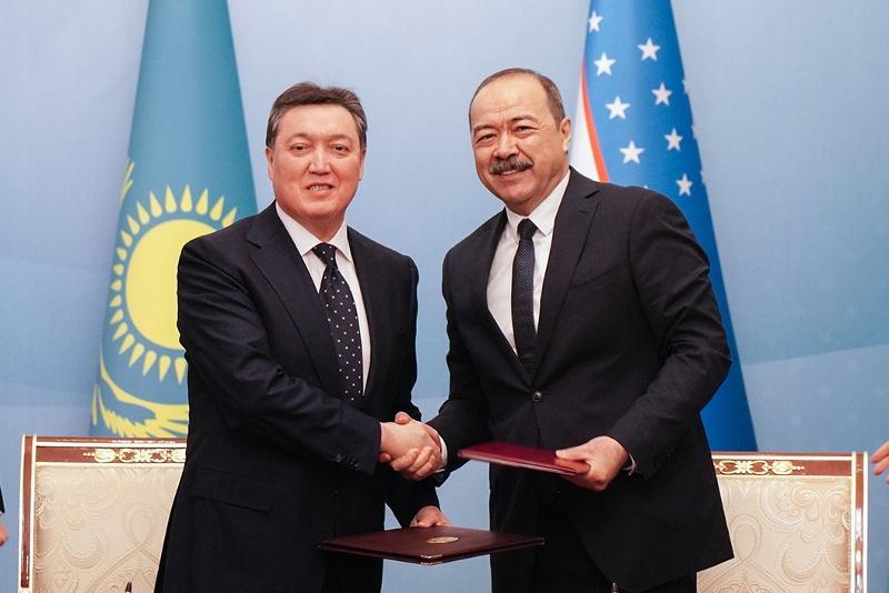 Казахстан и Узбекистан подписали 52 соглашения на $500 млн