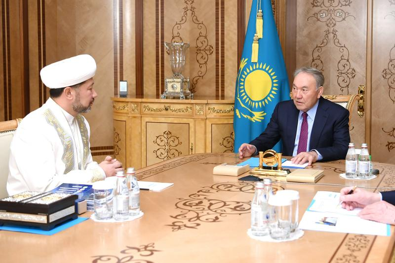 Nursultan Nazarbaev Bas múftıdi qabyldady