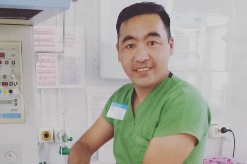 Молодой врач спас попавшего в ДТП мужчину в Балхаше