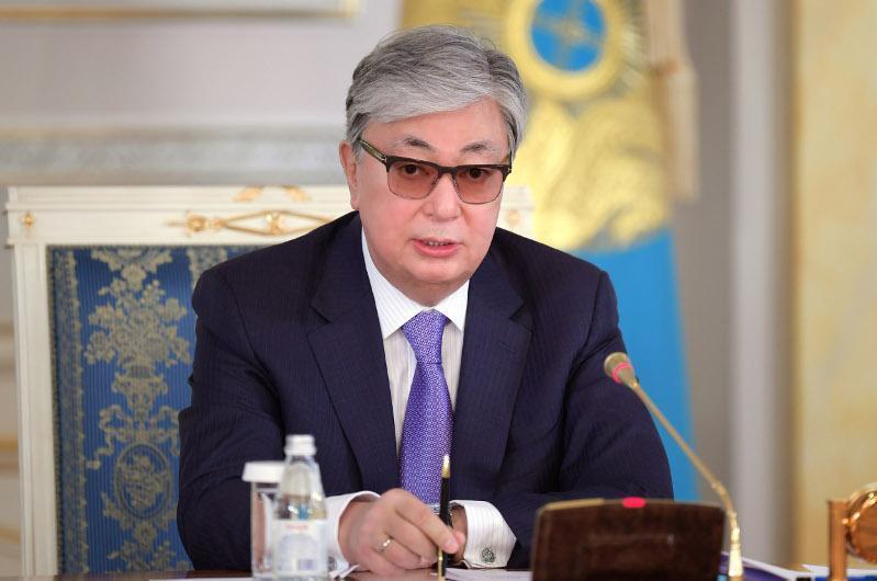 托卡耶夫总统接见多位国家机关官员