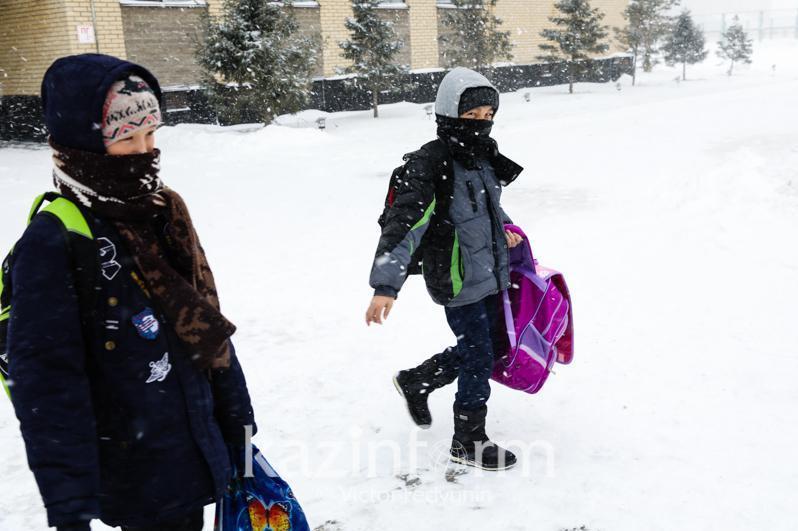 Занятия в костанайских школах отменили из-за непогоды