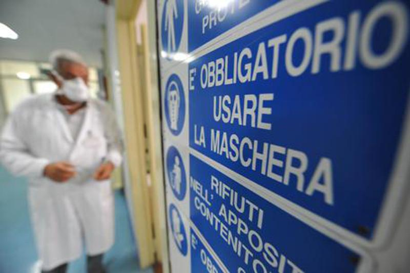 Coronavirus: 12 deaths in Italy, 374 infected