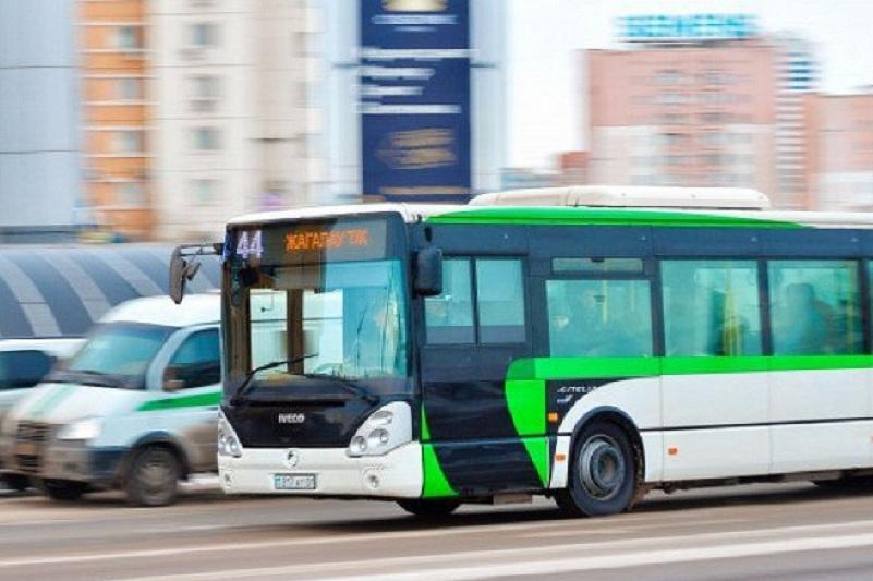 Почему автобусы в Нур-Султане ездят только до 23:00, пояснил Бекмырза Игенбердинов
