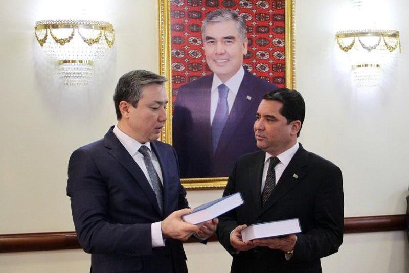 哈萨克斯坦大使同土库曼斯坦教育部长和文化部长会晤