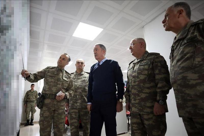 Түркия қорғаныс министрі Сириямен шекараға барды