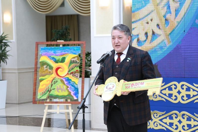 Меценаты Карагандинской области в День благодарности вручили ключи от квартир