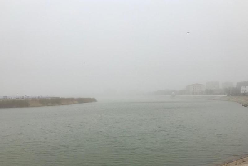 Атырау накрыла пыльная буря