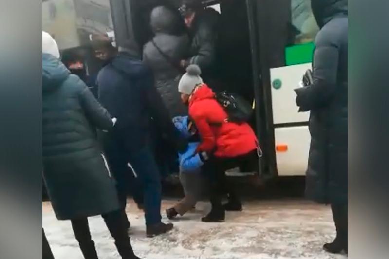 Автобустан баланың құлап қалуы: CTS оқиғаға түсініктеме берді