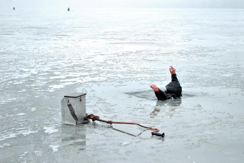 Оралда балық аулау кезінде мұз ойылып, ер адам суға батып кетті