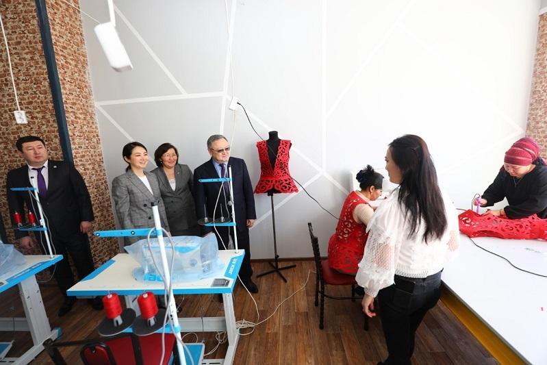 30 многодетных актюбинок смогли освоить швейное дело в рамках соцпроекта