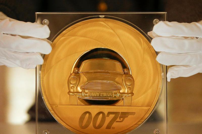 Королевский монетный двор выпустил 7-килограммовую монету в честь Агента 007