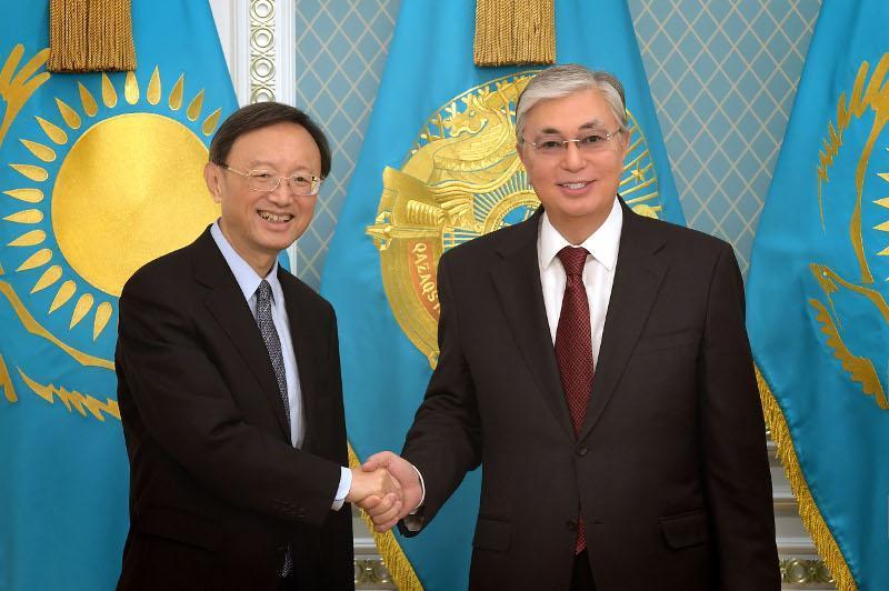 Пресс-секретарь Президента РК рассказал подробности встречи Касым-Жомарта Токаева и Ян Цзечи