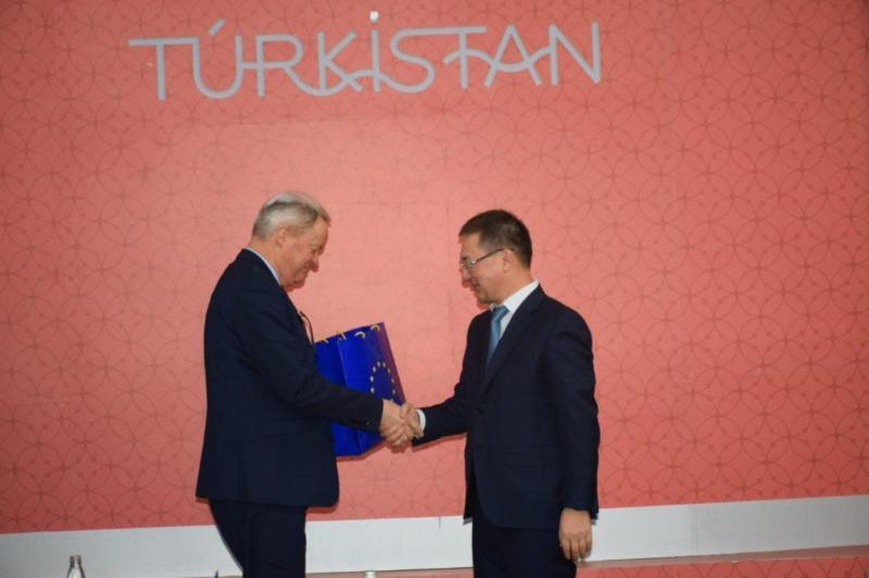 突厥斯坦市长会见欧盟成员国驻哈大使